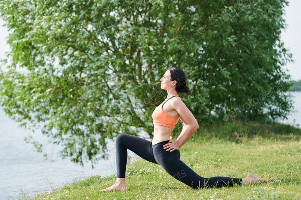 woman walking lunges