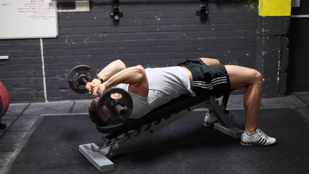 decline skull crusher exercise