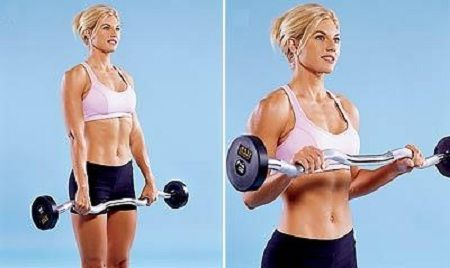woman doing reverse curls for biceps