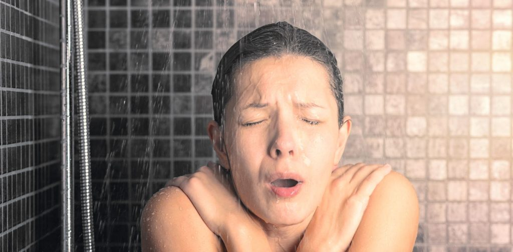 cold shower women feeling cold  benefits health