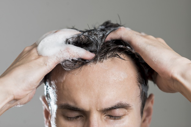 man shampoo his hairs