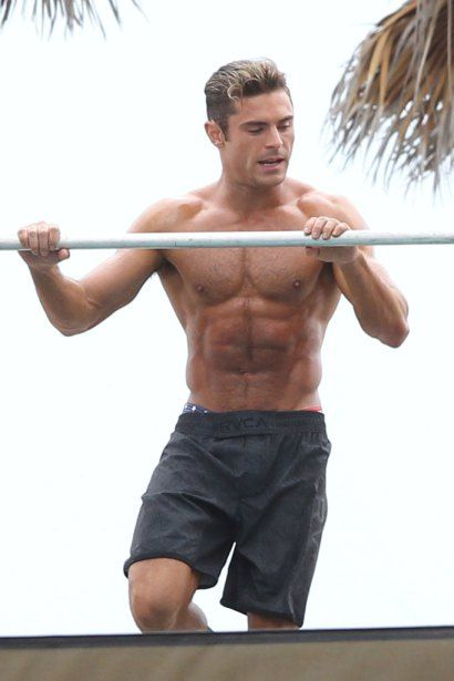 training chest Zac Efron Baywatch workout