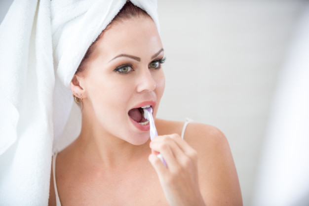 Top 10 Teeth Whitening Kits and Toothpastes 2021